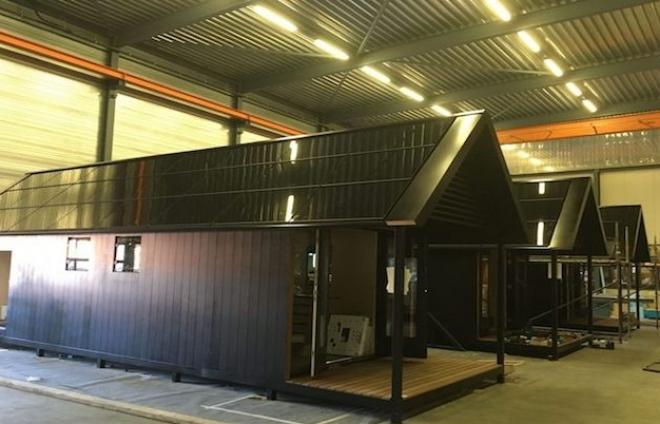 De Tiny House van Mill Home bedekt met Loci volledig geïntegreerde zonnepanelen